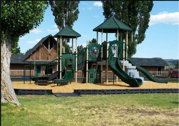 Cal Pines Lodge Play Ground