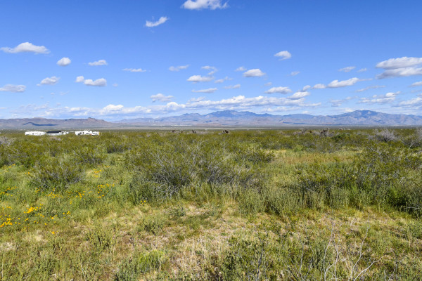 2.35 Acres for Sale in Golden Valley, AZ