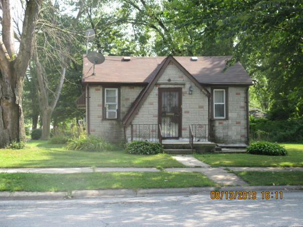 919 Sq.Ft. for Sale in Phoenix, IL