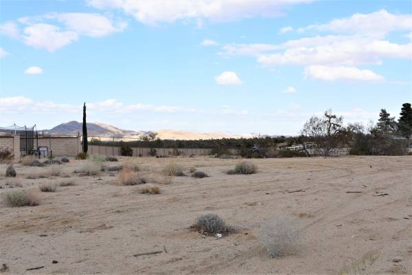 0.97 Acres for Sale in Yucca Valley, CA